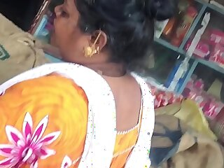 Upskirt of Tamil muslim aunty in knighty